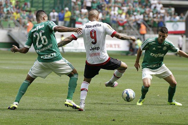 O último gol de Guerrero com a camisa do Flamengo foi no dia 18 de julho (foto: Gilvan de Souza/CRF)