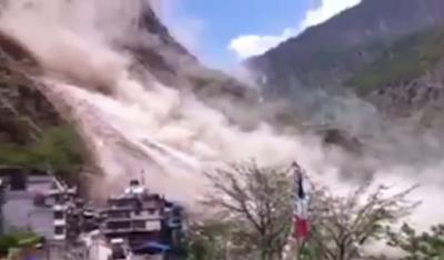 CORRIMIENTO DE TIERRA BLOQUEA UN RIO EN NEPAL
