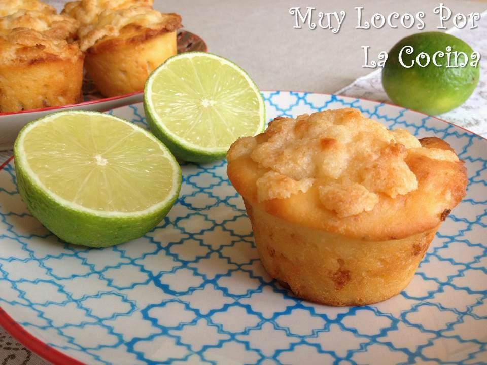 Muffins de Lima y Yogur con Streusel de Coco y Nueces de Macadamia