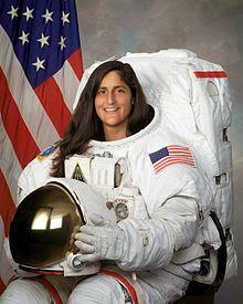 Asronot Wanita Membenarkan Cerita Neil Armstrong
