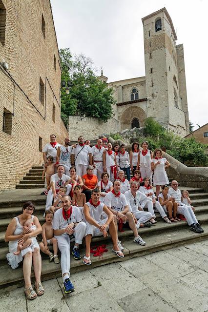 Foto de familia de miembros de AFTELAE en fiestas de Estella-Lizarra