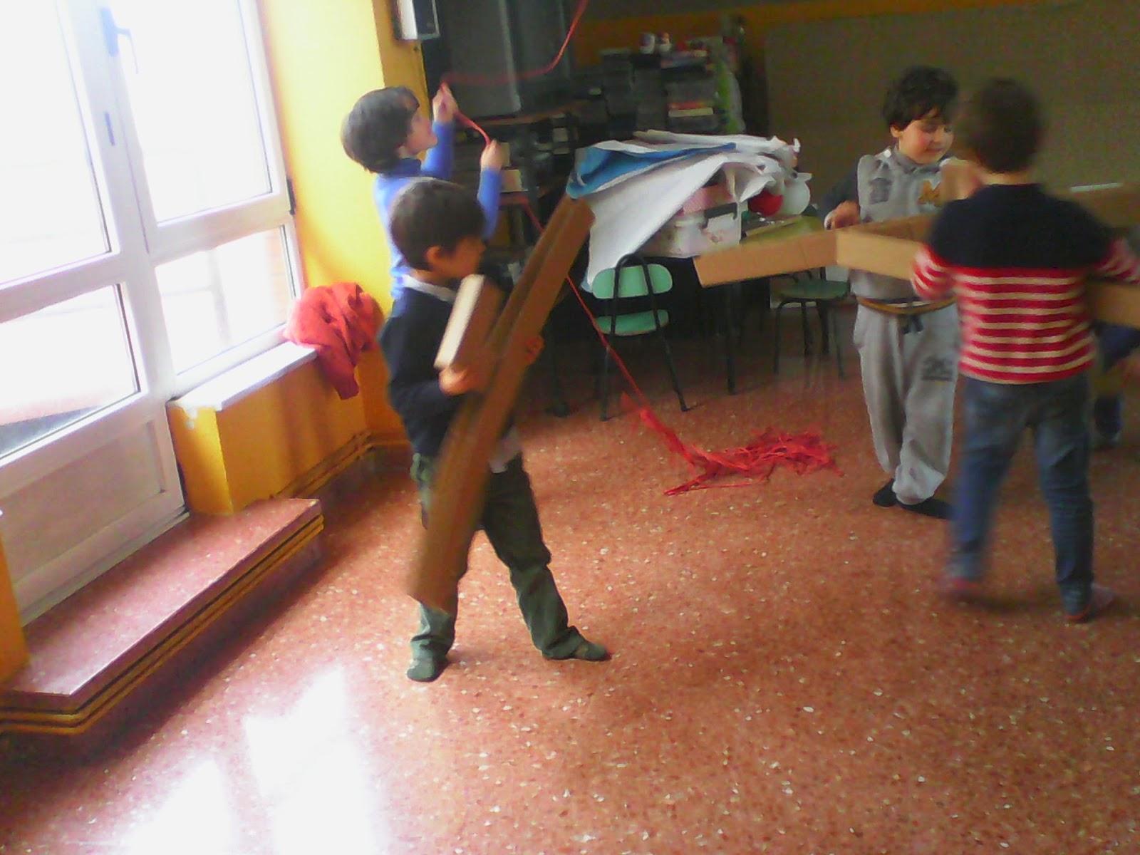 Diario de infantil 5 a os psicomotricidad con material for Cama voladora