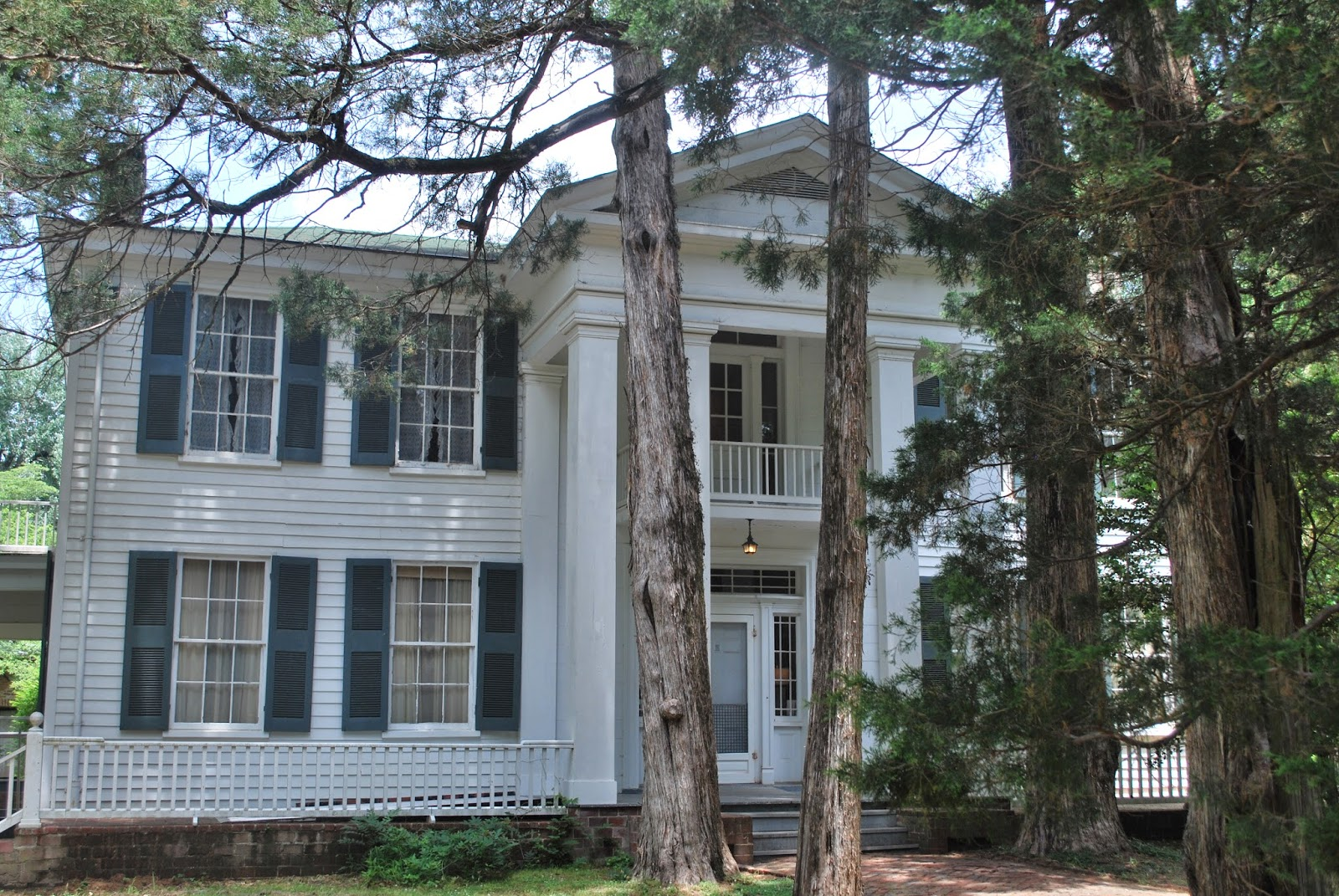 Arts food a visual tour of rowan oak museum william for Rowan house