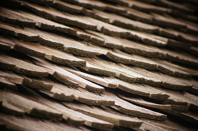picture of wooden roofing