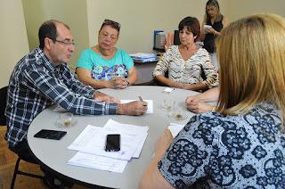 Secretárias municipais de Controle Interno, Yára Medeiros, e de Fazenda, Tania Reis, se reúnem com Evandro Antônio da Silva, pres. da Aepremerj