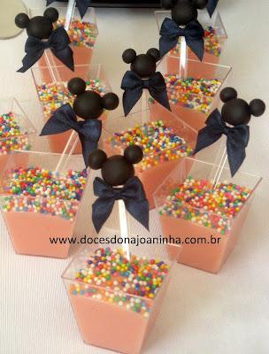 Bicho de pé cremoso no copinho com colheres decoradas Mickey