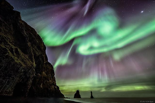 Những huyền thoại đất Iceland và cực quang. Tác giả : Elizabeth M. Ryan.