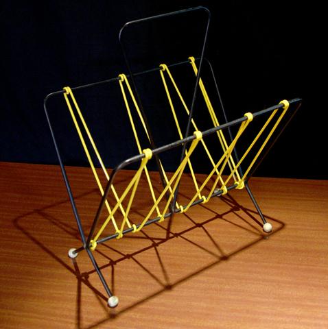 chicbaazar objets vintage 50 60 70 porte revues scoubidou jaune 1960 vintage. Black Bedroom Furniture Sets. Home Design Ideas
