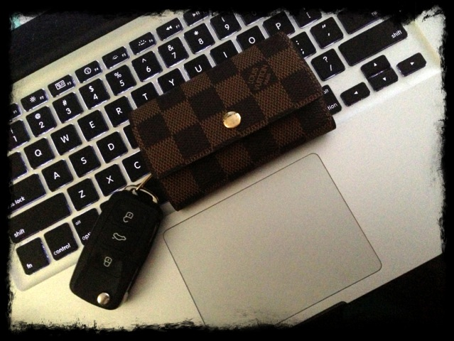 louis vuitton key holder. this one is a thicker canvas and pretty sturdy. the color almost exact it\u0027s little bit off but you can hardly tell. overall i love it would louis vuitton key holder m