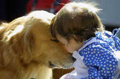 Download freely Kids with pets kissing pictures