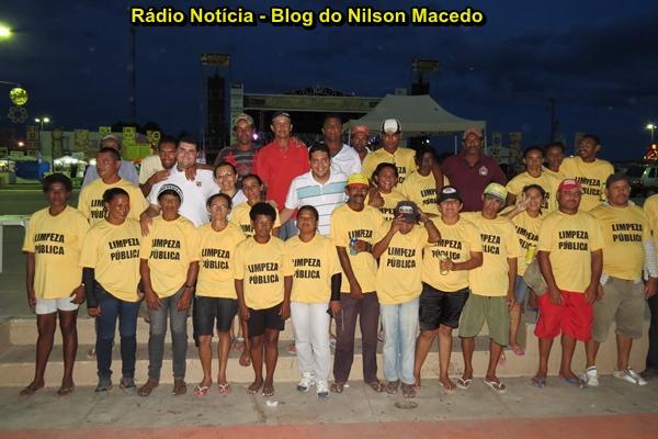 Prefeito Danilo Rodrigues participa de coquetel oferecido a turma responsável pela limpeza pública do pátio de eventos durante as festividades