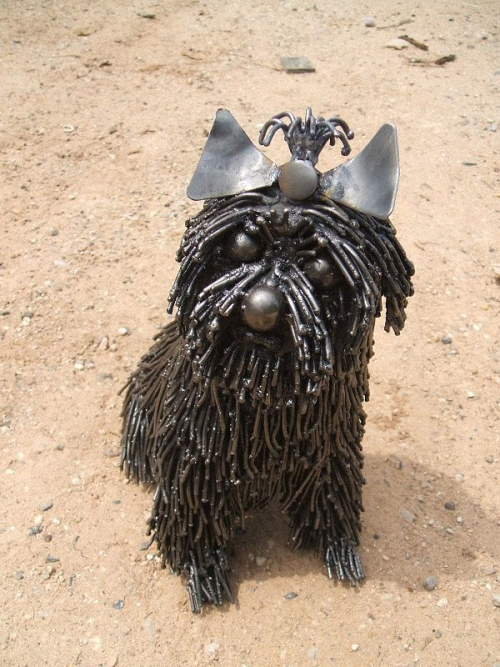 6b-Small-Animal-Sculpture-Dog-Komodor-Giganten-Aus-Stahl