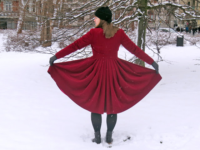 The ruby red coat with pleats | www.stinap.com