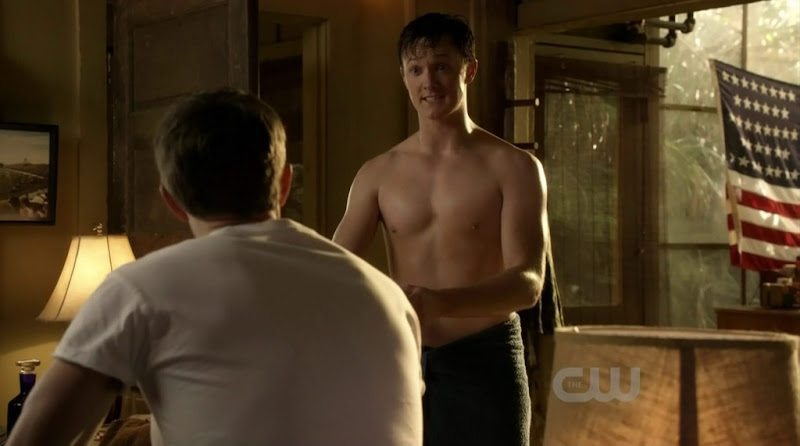 Ross Philips Shirtless in Hart of Dixie s1e19