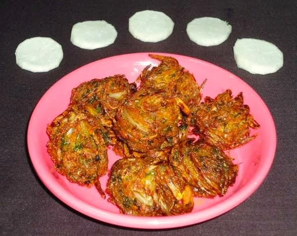 pakoda in a serving plate
