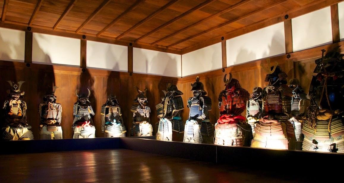 Sala de armaduras en el castillo de Himeji
