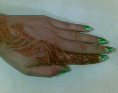 beautiful nails design with mehdi design by pari sangha