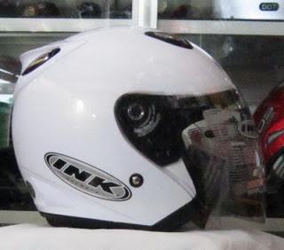 Helm cewek yang bagus