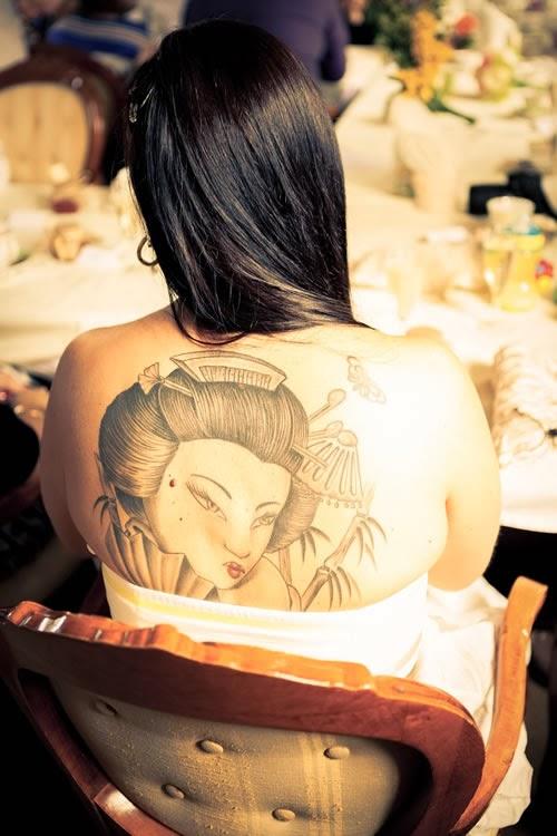 Tatuagem Gueixa costas femininas