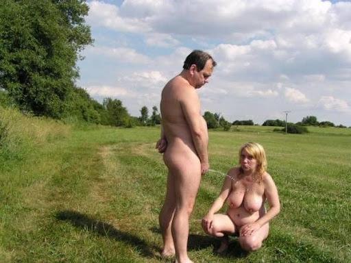 Nackt Bilder : Willst du meine Hänge Titten anpissen?   nackter arsch.com
