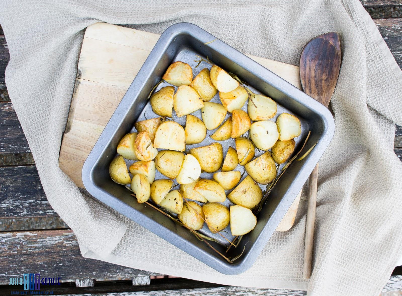 pieczone ziemniaki, roasted potatoes