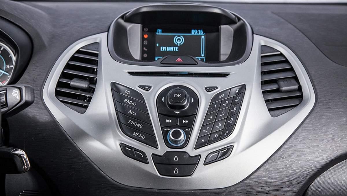 Novo Ford Ka 2015 - painel com dock