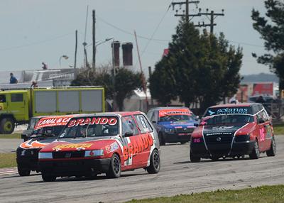 Carlos Vesprini y Andrés D'Amico ganaron la carrera histórica de la Monomarca Fiat