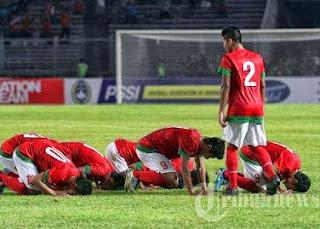 Selebrasi sujud berjama'ah Timnas U-19 (foto Tribunnews.com)