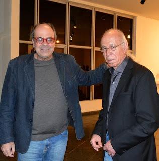 Secretário de Cultura Ronaldo Fialho com o escultor Gutierrez na abertura da exposição