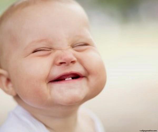 Photo bébé garçon drôle et mignon