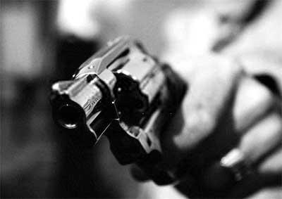 Resultado de imagem para imagem,desenho, assalto com revólver