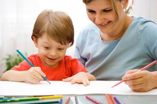 mengajari anak menggambar dan mewarnai