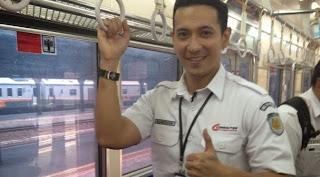 foto pegawai kereta api ganteng