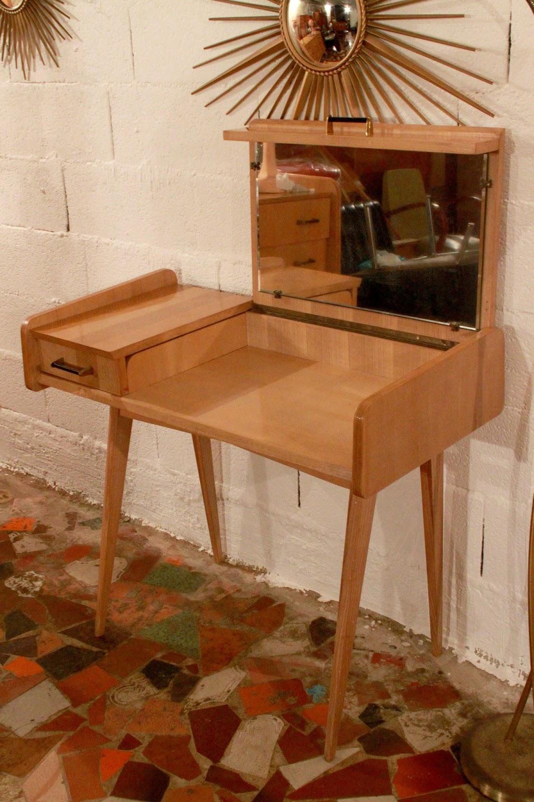 chicbaazar objets vintage 50 60 70 coiffeuse ann e 50 bois blond vintage. Black Bedroom Furniture Sets. Home Design Ideas