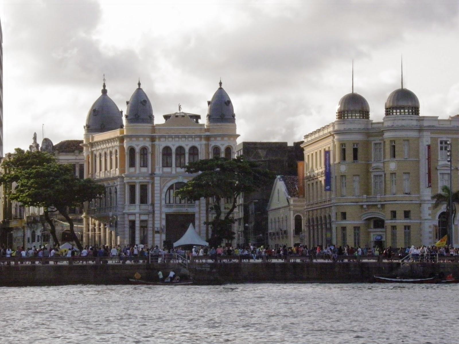 RECIFE; TURISMO; PASSEIO DE BARCO; PASSEIO DE CATAMARÃ; RIO CAPIBARIBE