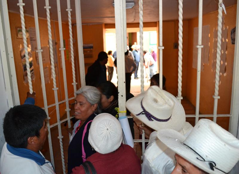Regidores de Tonantzintla toman la presidencia y exigen que Huepa rinda cuentas