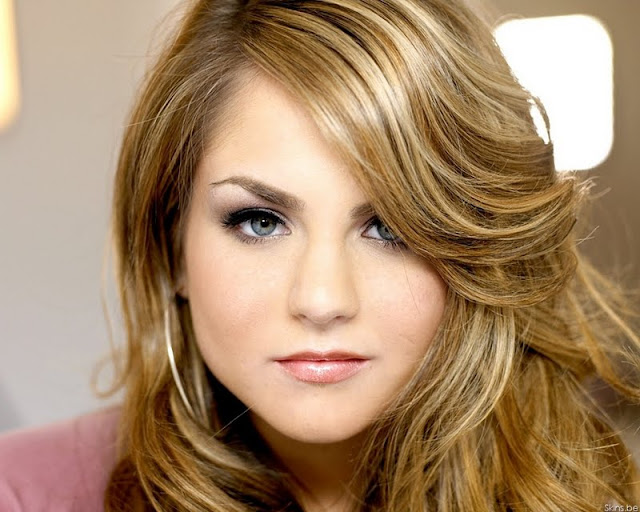 Singer JoJo Biography and Photos