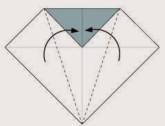 Bước 3: Gấp chéo hai bên tờ giấy lại.
