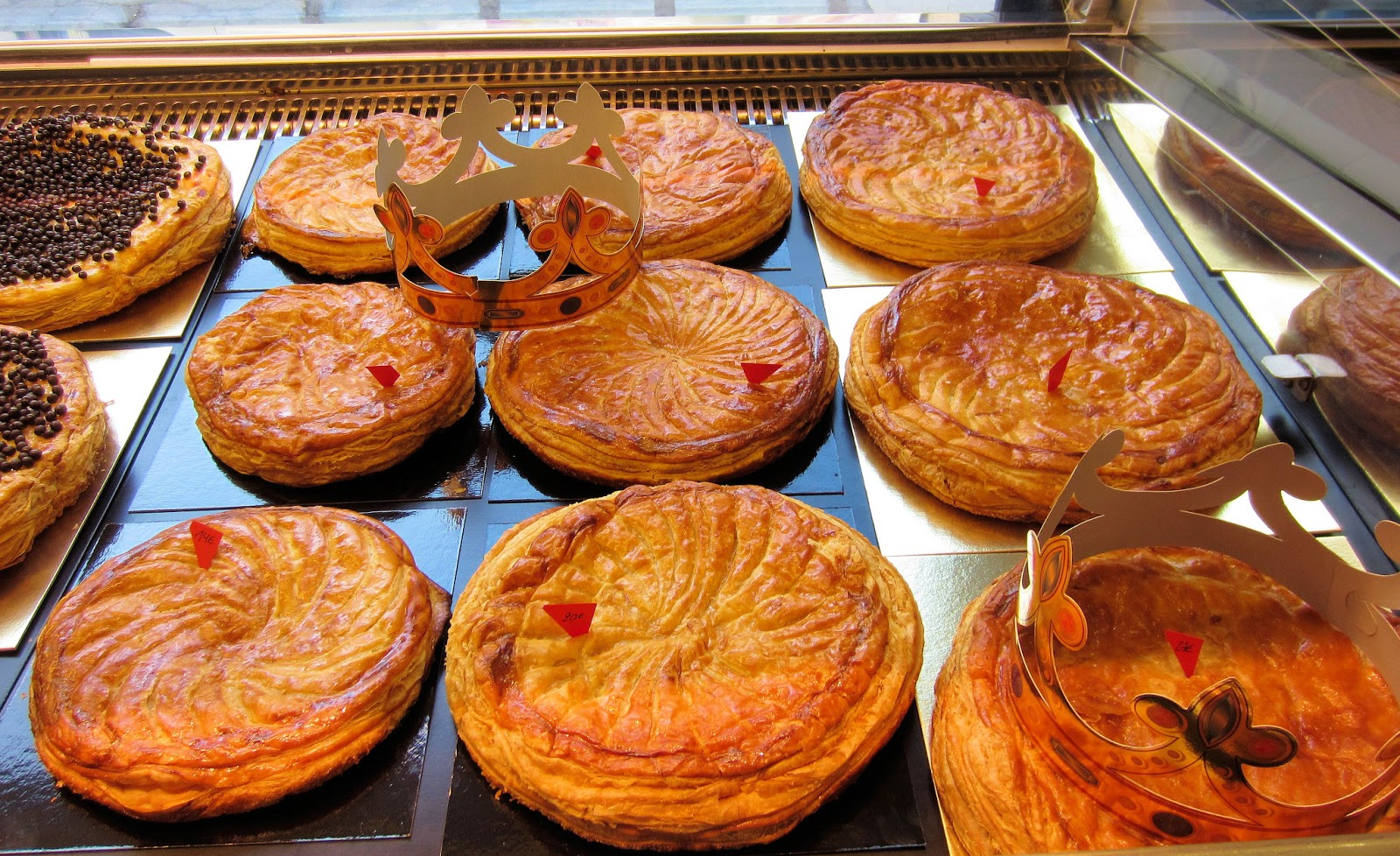 Sablet home your home in provence on the 12th day of for Decoration galette des rois frangipane