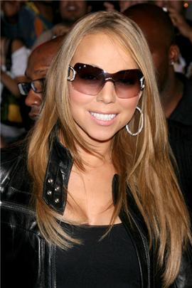 Doesnt mariah carey look like a ghost here?