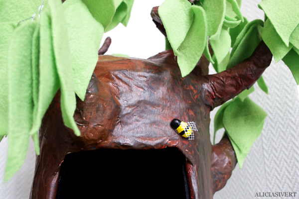 Aliciasivert, alicia sivert, alicia sivertsson, honey tree, winnie the pooh, nalle puh, honungsträd, träd, honung, bee, bin, bees, bi, hundsport, hund show, träning, lek, uppvisning, makeri, alster, bygg, diy, papier mache, ståltråd, återbruk