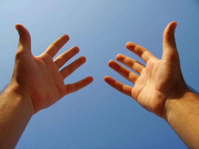 manos y cielo