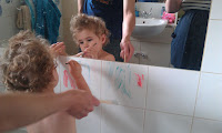 www.emmysmummy.com, bath time fun, shaving foam painting, bath painting