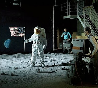 Montaje De El Hombre En La Luna