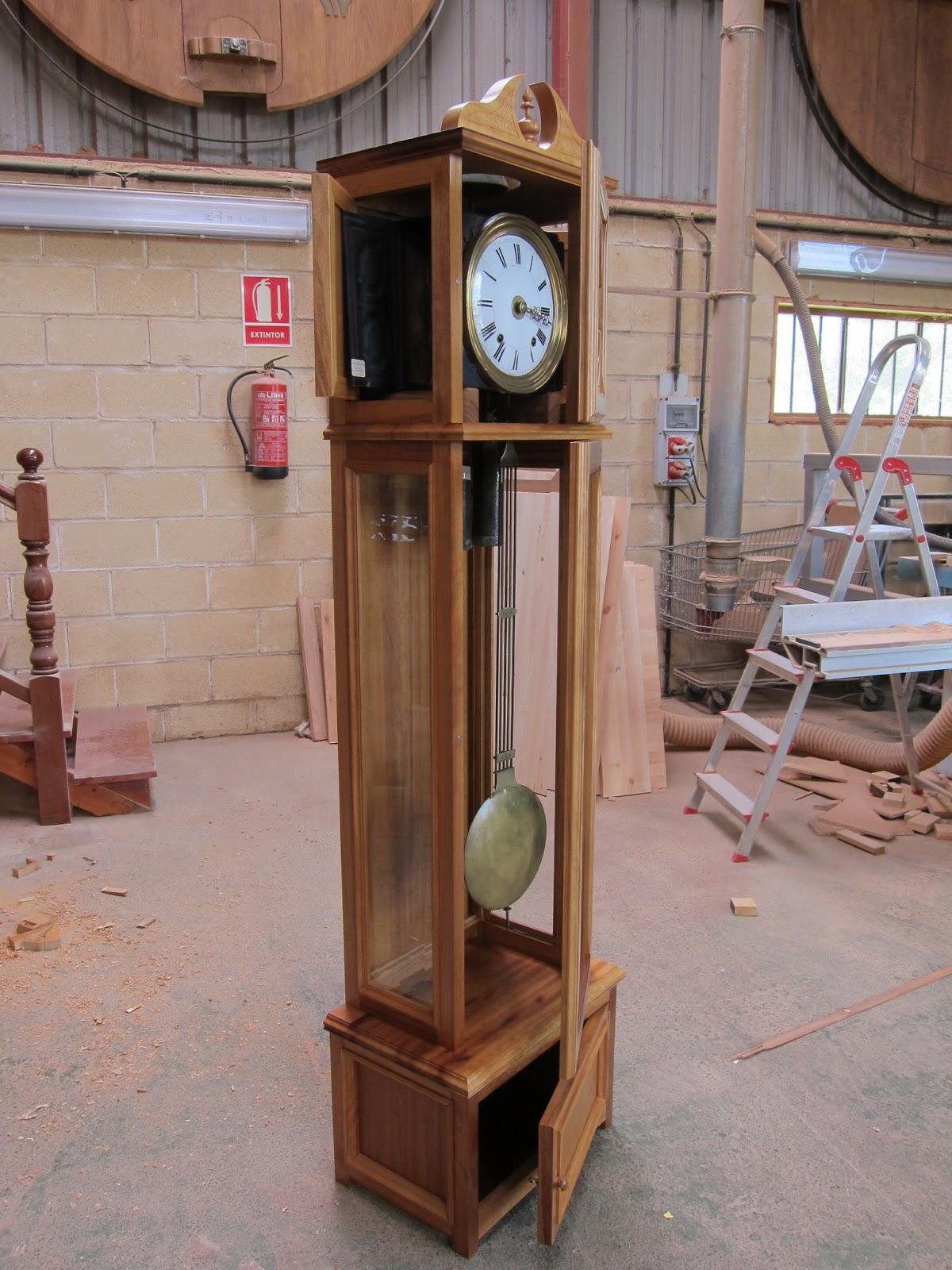 Carpinter a y toneler a caja para reloj con pendulo for Relojes de pared antiguos de pendulo