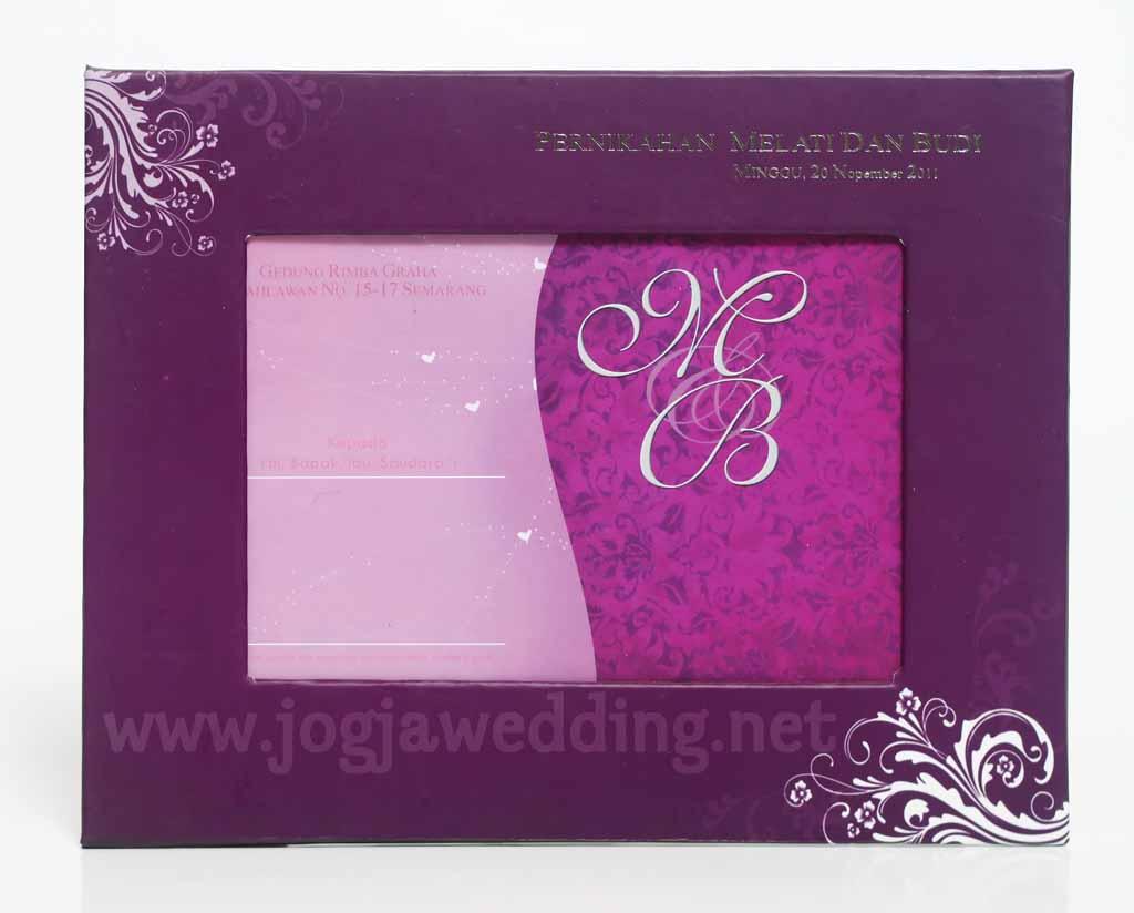 Undangan pernikahan adalah kabar bahagiayang disiapkan pasangan ...