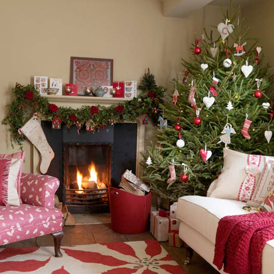 5 inspiring christmas shabby chic living room decorating for Xmas living room ideas