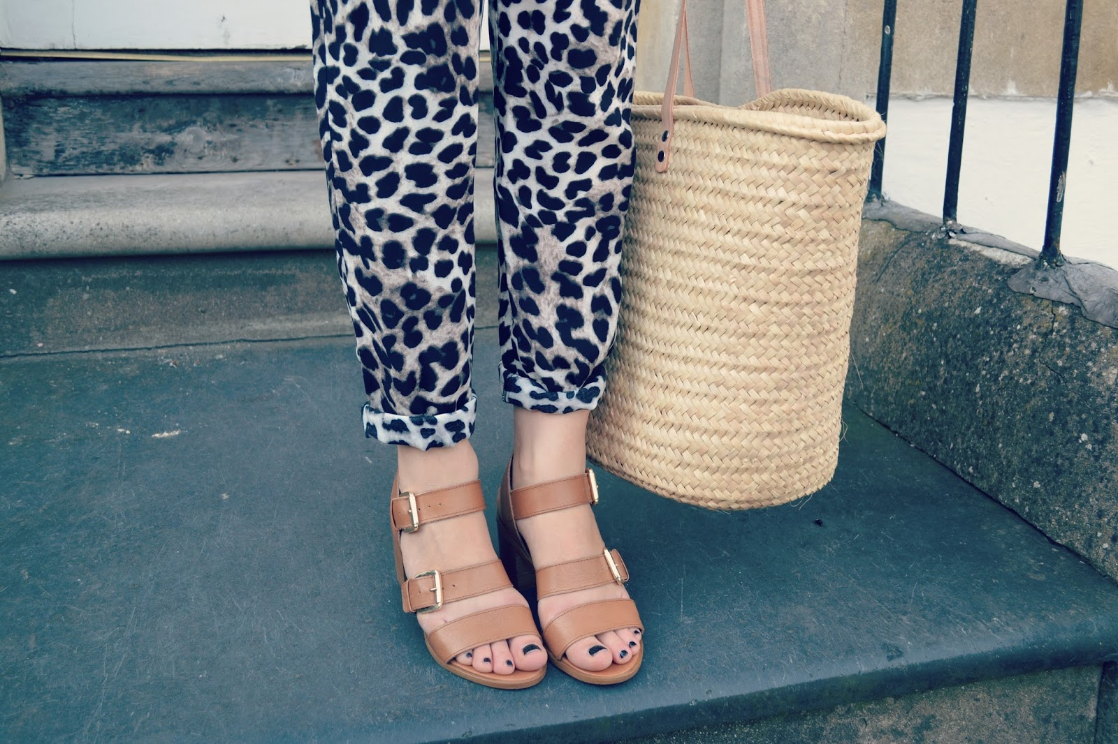 straw bag carvela sandals