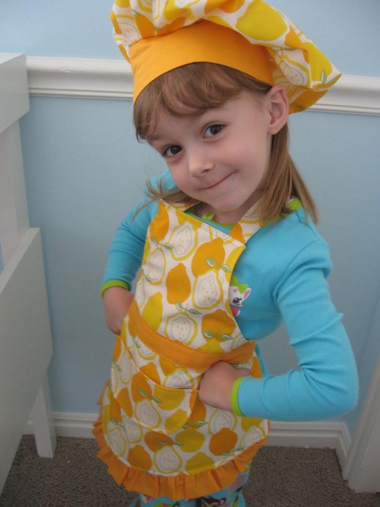 Колпак и фартук для ребенка своими руками