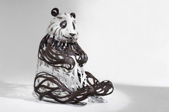 Kang Sung Hoon  esculturas de animais ao vento com tiras de metal Urso Panda